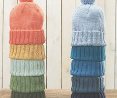 Learn how to knit with our list of free knitting patterns for newbies. Knitting for beginners can be tough. Our tutorials and patterns make it easy. Knit Hat Pattern Easy, Beanie Knitting Patterns Free, Easy Knit Hat, Knitting Kits, Beanie Pattern, Baby Knitting, Hat Patterns, How To Knit A Hat, Free Knitting
