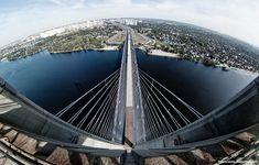 El Puente del Sur en Kyev, Ucrania.