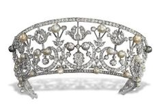 Belle Epoque Kokoshnik Tiara (ca. 1905; pearls, diamonds).