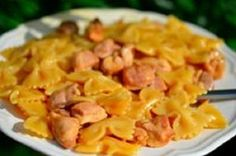 Farfalle with chicken and honey.