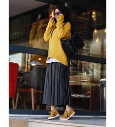 Nice 47 Combination Tricks Hijab Vintage For Women – Hijab Fashion Tokyo Street Fashion, Street Hijab Fashion, Moda Fashion, Skirt Fashion, Fashion Outfits, Hijab Casual, Hijab Chic, Modern Hijab Fashion, Muslim Fashion