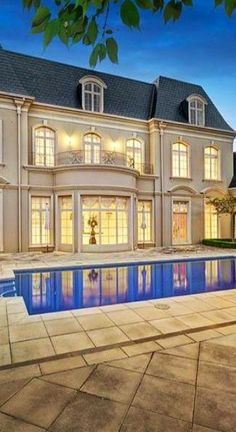 http://www.4qtrs.com/lifestyle - Buyers agents, estate agency and luxury concierge service. Based in London, specialising in sourcing residential property to holistic lifestyle management.