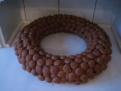 pepernoten krans Sinterklaas December, Wreaths, Fall, Garden, How To Make, Crafts, House, Decor, Crowns
