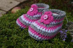 ♥ gehäkelte Baby- Schuhe Blümchen ♥  von Sternen - Welt auf DaWanda.com