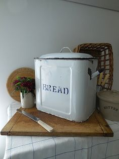 LAVENDER HOUSE VINTAGE - vintage enamel bread bin,probably 1920s