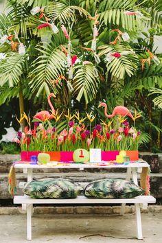 Tropical wedding reception | Kama Catch Me - Fiji & Destination wedding photographers | see more on: http://burnettsboards.com/2015/03/tropical-fete/