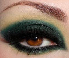 Ojos avellana en verde profundo