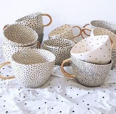 Gorgeous Chia mugs you want Fashion. - Beautiful chia mugs you want Fashion.Hr Style community Beautiful chia mugs you wa - Diy Clay, Clay Crafts, Diy And Crafts, Ceramic Painting, Ceramic Art, Ceramic Cups, Ceramic Tools, Home Deco, Deco Restaurant