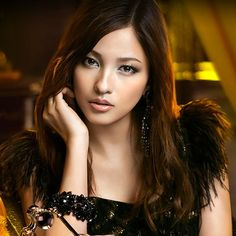 """This is the commercial ad of Kanebo KATE. this commercial was released in December 2012 in Japan under the titled of """"Goldish"""". This commercial ad of """"Fiat"""" that was just released features Meisa Kuroki (黒木メイサ), a Japanese singer, model and actress born in 1988."""