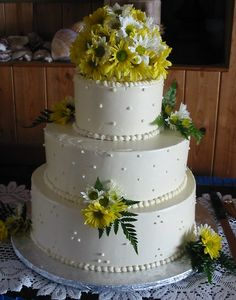 Dee's One Smart Cookie! There's an allergen-free bakery in Glastonbury, CT that does all natural, non-GMO, gluten-free, dairy-free, nut-free, soy-free and egg-free goods. This daisy-themed wedding cake was dee-licious!