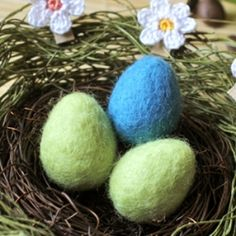 A tutorial on how to make wool Easter eggs by wet felting method. Come with video tutorial and photo tutorial.