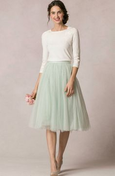 Jupon en tulle : Modest Fashion doesnt mean frumpy! Fashion Tips (and a free eBook) here: eepurl Cute Skirt Outfits, Cute Skirts, Pretty Outfits, Modest Dresses, Modest Outfits, Modest Fashion, Modest Clothing, Women's Clothing, Clothing Stores