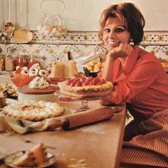 """Mi piace"": 555, commenti: 5 - Mariette (@vintagefashionmagazines) su Instagram: ""Sophia Loren by Wolf Soldati (from her cookbook 'In Cucina Con Amore' 1971) #sophialoren…"""