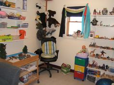 This side of the Wonder Room shows  art supplies,a second sandtray cart, puppets, scarves and toys in bins.