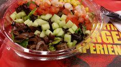 CEASAR SALAD: Δροσερή σαλάτα με μαρούλι, παρμεζάνα και τραγανά κρουτόν. Συνοδεύεται με Ceasar dressing.