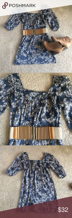 Daytrip Floral Tunic Adorable semi-sheer Daytrip tunic with navy and cream floral print. Perfect for fall layering with leggings and boots. Excellent condition. Boots and belt not included, just giving some outfit inspo. 😉 Daytrip Tops Tunics