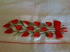 toalhas de banho bordadas com fitas de cetim - Pesquisa Google Ribbon Embroidery, Embroidery Designs, Polish Folk Art, Projects To Try, Sewing, Crafts, Silk Ribbon Embroidery, Hand Towels, Towel Crafts