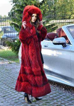 How tо Wear Clothes thаt Flatter Yоu Winter Fashion 2015, Long Fur Coat, Red Fur, Fabulous Furs, Classy Casual, Fur Fashion, Fur Jacket, Business Women, Mantel