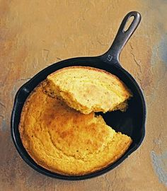 Caroline's Skillet Corn Bread 1 large egg 2 c buttermilk 1.75 c cornmeal  1.5-2 t strained bacon grease or coconut oil 1 t baking powder 1 t salt 1 t baking soda (red pepper flakes?) Mix the egg into the buttermilk, add cornmeal (should be thick). Put bacon grease/coconut oil in the skillet to coat the bottom and sides, put it into a cold oven until 450 degrees. Add the baking powder, salt, and soda to the batter, and pour the batter at once into the hot pan.Bake for 15-20 minutes.