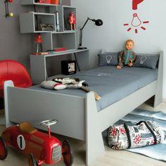 chambre Laurette, chambre grise et rouge, chambre garçon, lit pattes d\\'eph