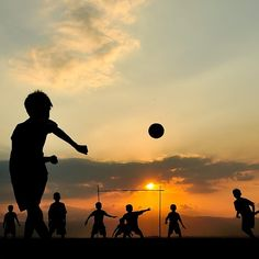 Tips And Tricks To Play A Great Game Of Football. To be successful with football, one needs to understand the rules and strategies and have the appropriate skills. Best Football Players, Football Art, Pure Football, Play Soccer, Soccer Ball, Soccer Tattoos, Street Football, Soccer Photography, Soccer Quotes