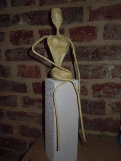 tutorial for powertex statue, artistic. Many pics, language french. Photo Tutorial, Diy Tutorial, Sculptures Céramiques, Statue, Clay Creations, Metal, Artist, Fabric, How To Make