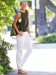 I practically live in joggers now. just got these and they're perfect!! Athleta - linen city jogger pant Linen Pants Outfit, Jogger Pants Outfit, Legging Outfits, Yoga Pants Outfit, Summer Pants Outfits, Yoga Outfits, Casual Outfits, Outfit Summer, Moda Casual