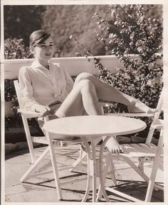 Audrey Hepburn Beautiful World : Rare Photos of Celebrities Photos) Audrey Hepburn Outfit, Audrey Hepburn Mode, Aubrey Hepburn, Audrey Hepburn Fashion, Golden Age Of Hollywood, Classic Hollywood, Old Hollywood, Vintage Beauty, Foto Fashion