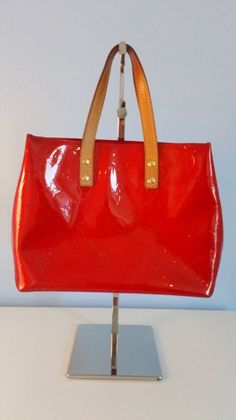 bf1024453b6a Plateforme de ventes aux enchères en ligne Catawiki   Louis Vuitton - Reade Sac  à main