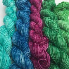 Peacock on minis! #motherofpurl #merinonylon #minis #dyealltheyarn #knitstagram #knittersofinstagram
