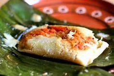 Estos son nacatamales hechos con masa de maíz, arroz, carne (cerdo, pollo) tomate, cebolla, chiltoma. El nacatamal es comida de los fines de semana (viernes, sábado y domingo) en Nicaragua.