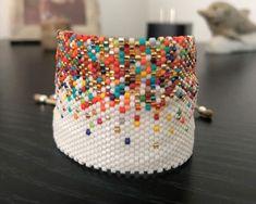 Ladrillo 2122 Bead Loom Patterns, Bracelet Patterns, Beading Patterns, Seed Bead Jewelry, Bead Jewellery, Beaded Jewelry, Diy Jewelry Instructions, Beaded Hat Bands, Diy Accessoires