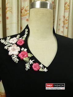 Embroidery On Kurtis, Hand Embroidery Dress, Kurti Embroidery Design, Bead Embroidery Patterns, Embroidery On Clothes, Flower Embroidery Designs, Embroidered Clothes, Embroidery Fashion, Silk Ribbon Embroidery
