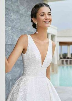 Rosa Clará Wedding Dresses from the Stunning 2020 Couture Collection - dresses elegant rosa clara Tailored Wedding Dress, Classic Wedding Dress, Wedding Dress Trends, Dream Wedding Dresses, Bridal Dresses, Couture Dresses, Wedding Dress Petite, Couture Clothes, Classic Dresses