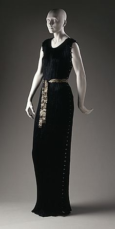 Dress    Mariano Fortuny, 1927    The Los Angeles County Museum of Art. See the Venetian beads down the side.