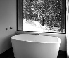 The perfect bathtub view