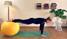 Gymnastikball Workout Fuenf Uebungen Fuer Den Ruecken Gymnastikball Workout Ubung Huftspeck