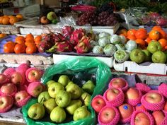Creative Canvass: Colors of Ubud. Market fruit stand.