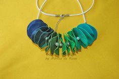 en degradés de azules a verdes con perlitas