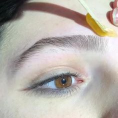 Brow Waxing and Coloring Transformation How To Make Eyebrows, Perfect Eyebrows, Eyebrow Makeup Tips, Eye Makeup, Makeup Videos, Beauty Makeup, Waxing Video, Eyebrows Step By Step, Henna Brows