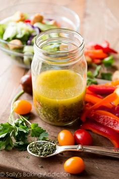 Ditch the processed stuff for this fabulously flavorful and zesty homemade Italian dressing. Pour over salads or use as a marinade. Vinaigrette Dressing, Salad Dressing Recipes, Salad Recipes, Salad Dressings, Breakfast Food List, Easy Healthy Breakfast, Breakfast Recipes, Homemade Italian Dressing, Fresco