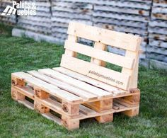 sofa de palets para chill out Pallet Furniture Designs, Pallet Garden Furniture, Recycled Pallets, Wooden Pallets, Pallet Couch, Palet Chair, Diy Patio, Woodworking Projects Plans, Diy Home Decor