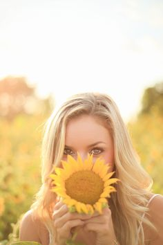 southern summer senior session with sunflowers. Sunflower field