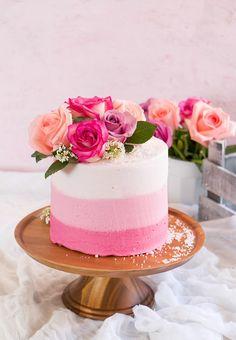 PASTEL OMBRE ROSA CON ANA FIGUEROA | Chokolat Pimienta Beautiful Desserts, Beautiful Cakes, Amazing Cakes, Pretty Cakes, Cute Cakes, Pasteles Cake Boss, Birthday Drip Cake, Cupcake Cakes, Mini Cakes
