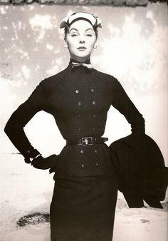 model in dior dress 1952
