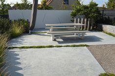 Afgewerkte projecten door Jonas D'hoore | Eigenzinnige en eigentijdse stadstuin | Zulte Sidewalk, Patio, Outdoor Decor, Home Decor, Seeds, Homemade Home Decor, Yard, Porch, Walkways