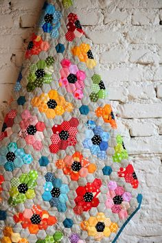 lieblingsdecke Quilts: Hexies and EPP - continued