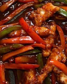 This simple chilli chicken is the perfect quick din .- Dieses einfache Chili-Hühnchen ist das perfekte schnelle Dinner Simple chilli chicken This simple chilli chicken is the perfect quick dinner - Indian Food Recipes, Asian Recipes, Healthy Recipes, Honey Recipes, Healthy Meals, Easy Chilli, Chilli Chilli, Thai Chili, Thai Curry