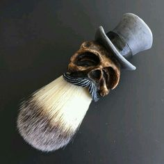 """Custom made """"Top Hat"""" Shaving Brush with a sculpted, casted and handpainted handle. Limited Gray Tophat Descriptions: Faux Finest Synthetic Hair Knot diameter: Loft: Total lenght: Finish : Glossy Compared to badger hair, this will do not have any smell. Shaving Brush, Shaving Razor, Wet Shaving, Shaving Blades, Hair And Beard Styles, Hair Styles, Hair Knot, Straight Razor, Beard Care"""