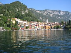 Do not miss Como, Menaggio, Bellagio and the wonderful villas surrounded by lush gardens. Wonderful Places, Great Places, Places To Go, Beautiful Places, Best Hotel Deals, Best Hotels, Stresa Italy, Italian Lakes, Visit Italy